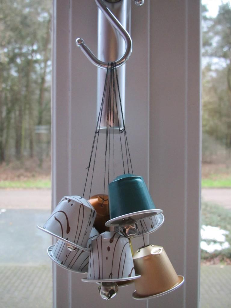 Christmas bells made of Nespresso cups / Nespresso cups kerstklokjes, DIY // VAN BRITT