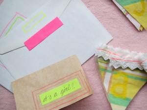 Monday Mail - vlaggenlijnen en labeldoekje, verstuurd als kraamcadeautje