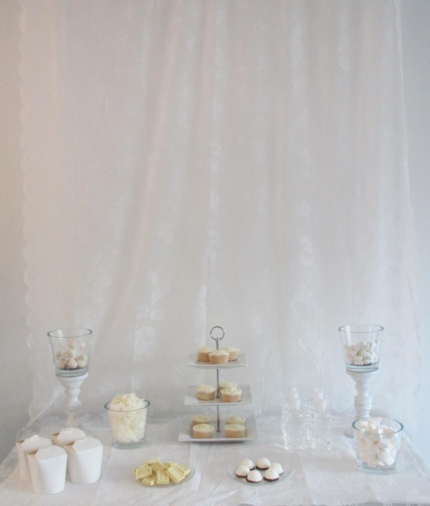 Witte desserttafel