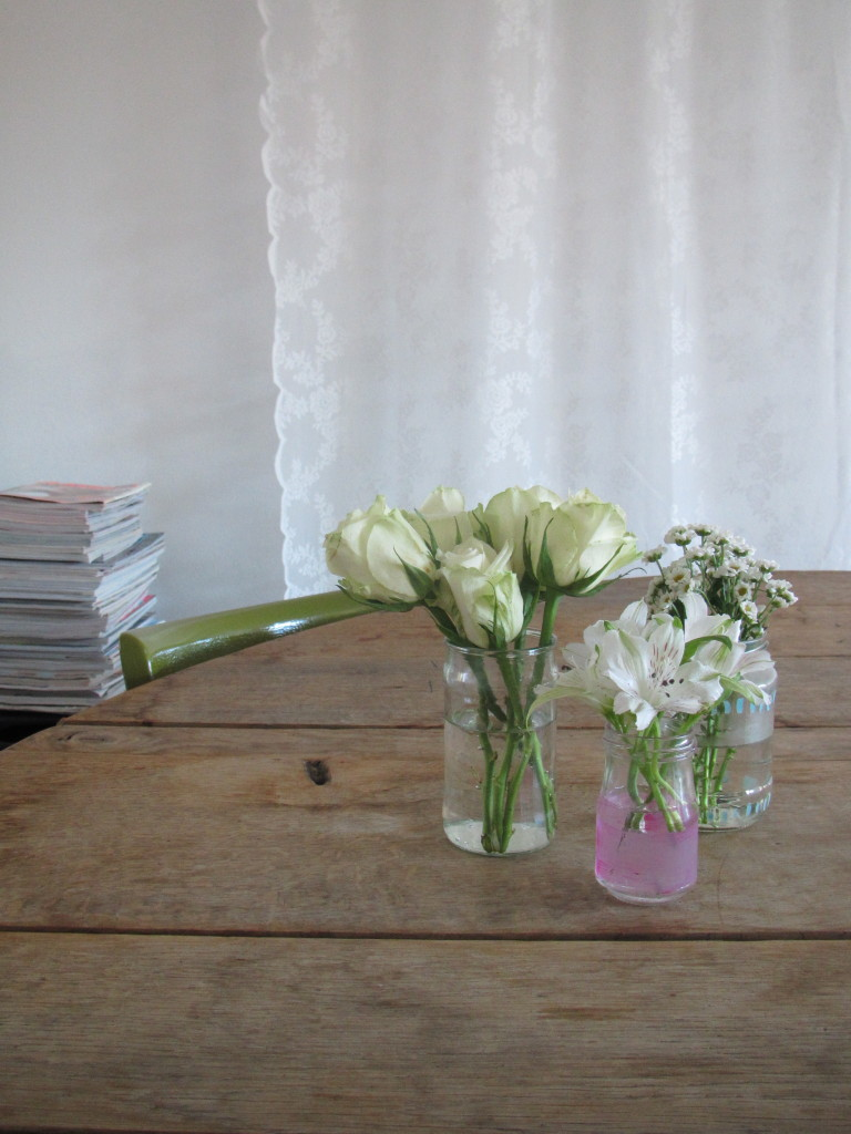 Bloemen in vaasjes
