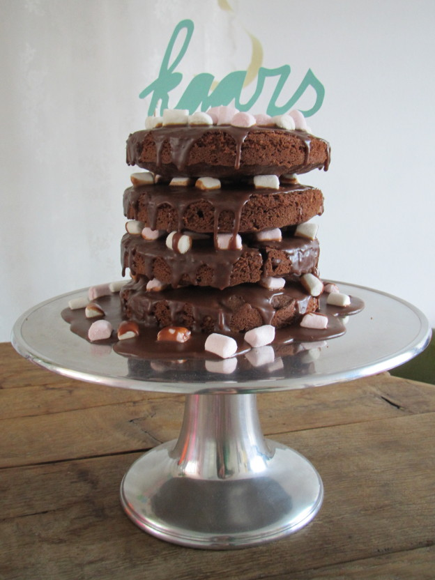 Rocky Road Cake (the word is 'candle' in Dutch) / Rocky Road Cake met 'kaars' // VAN BRITT