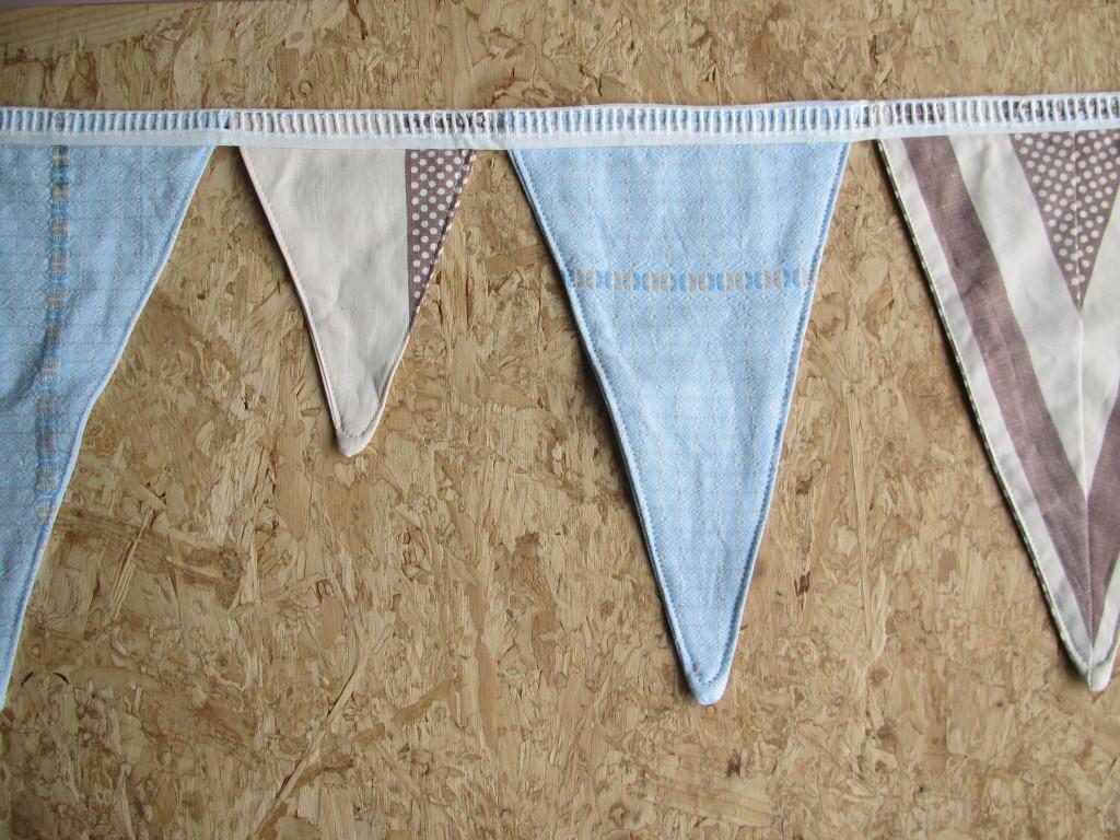 Bunting, made with vintage fabric / Vlaggenlijn van vintage stof // VAN BRITT