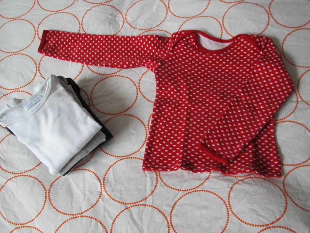 Turn onesies into shirts / Rompers worden shirts // VAN BRITT