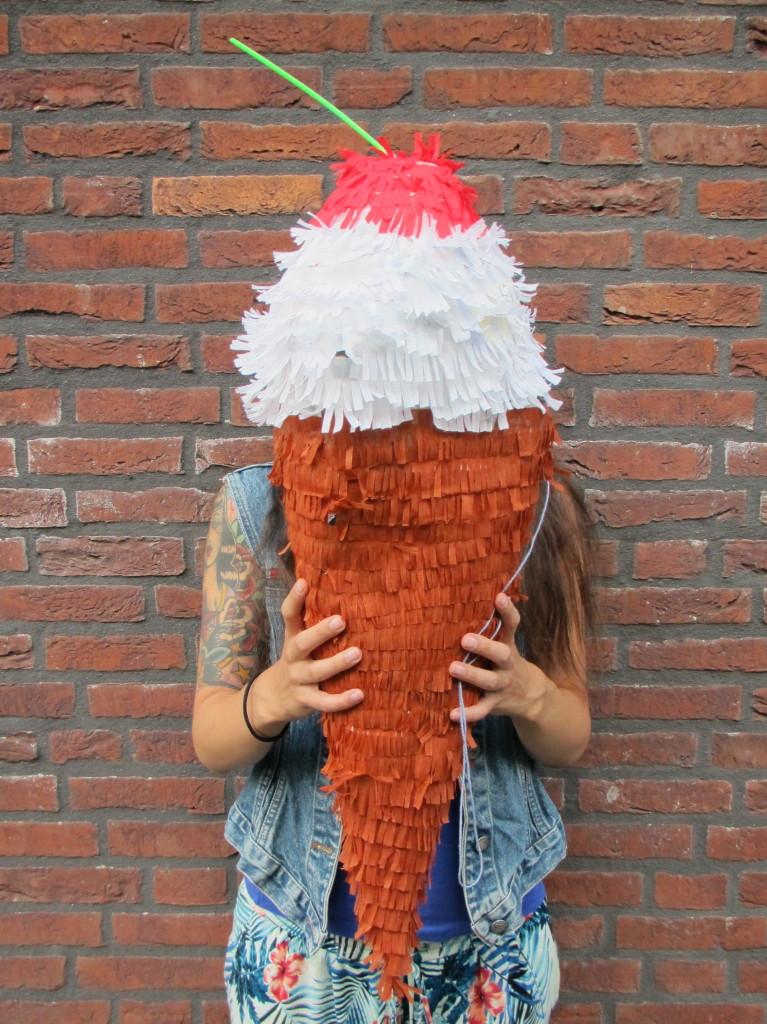 Ice cream piñata / IJs piñata // VAN BRITT