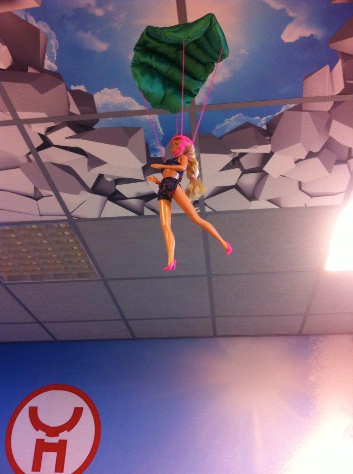 Parachute for Barbie / Parachute voor Barbie // VAN BRITT voor Van Horssen Totaal Media