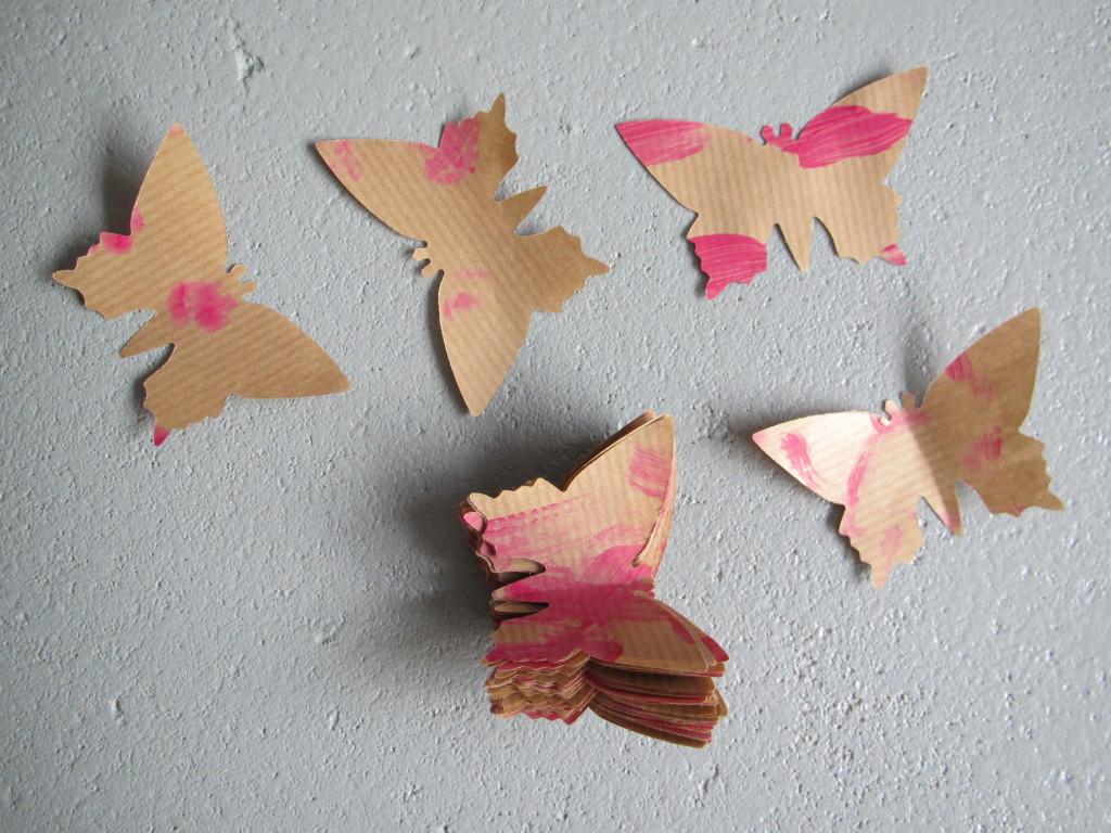 Craft for spring, paper butterflies on display / Lenteknutsel, papieren vlinder tentoonstelling // VAN BRITT