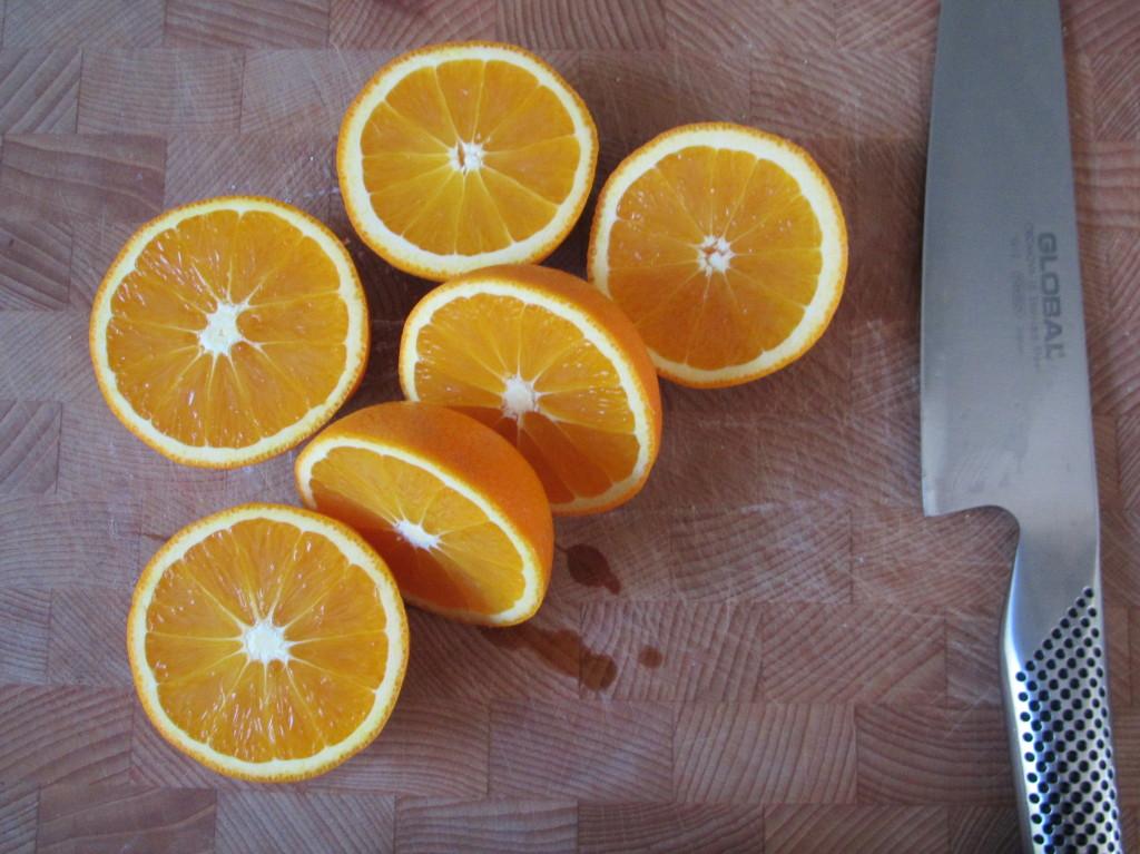 Chocolate cake with a heart of white chocolate with orange / Chocolade cakejes met een hart van witte chocolade met sinaasappel // VAN BRITT