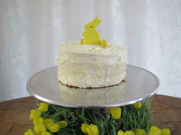 Baking a coconut, mango & lemon cake for Easter / Een kokos, mango & citroen taart voor Pasen // VAN BRITT