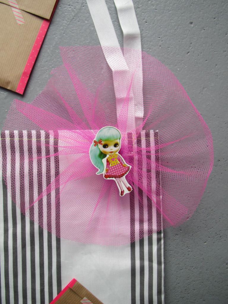 Little gifts in a homemade bag / Kleine cadeautjes in een zelfgemaakte tas // VAN BRITT