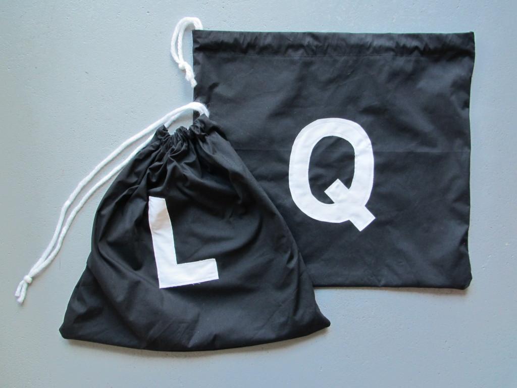 Fabric bags for little toys / Stoffen zakjes voor klein speelgoed // VAN BRITT