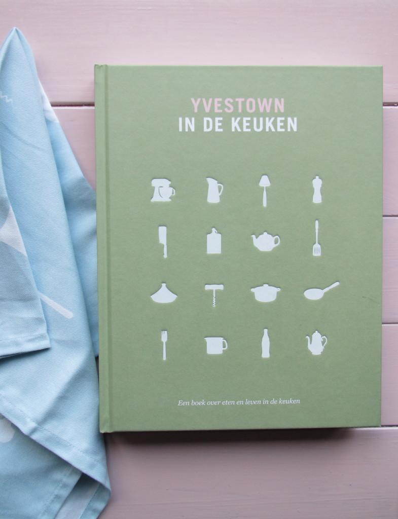 Yvestown in de keuken, Yvonne Eijkenduijn, uitgeverij Snor en een Yvestown voor Sissy-Boy theedoek // foto: VAN BRITT