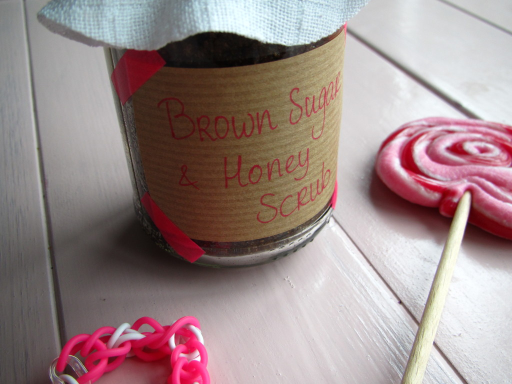 Brown sugar and honey scrub / Bruine suiker en honing scrub // VAN BRITT