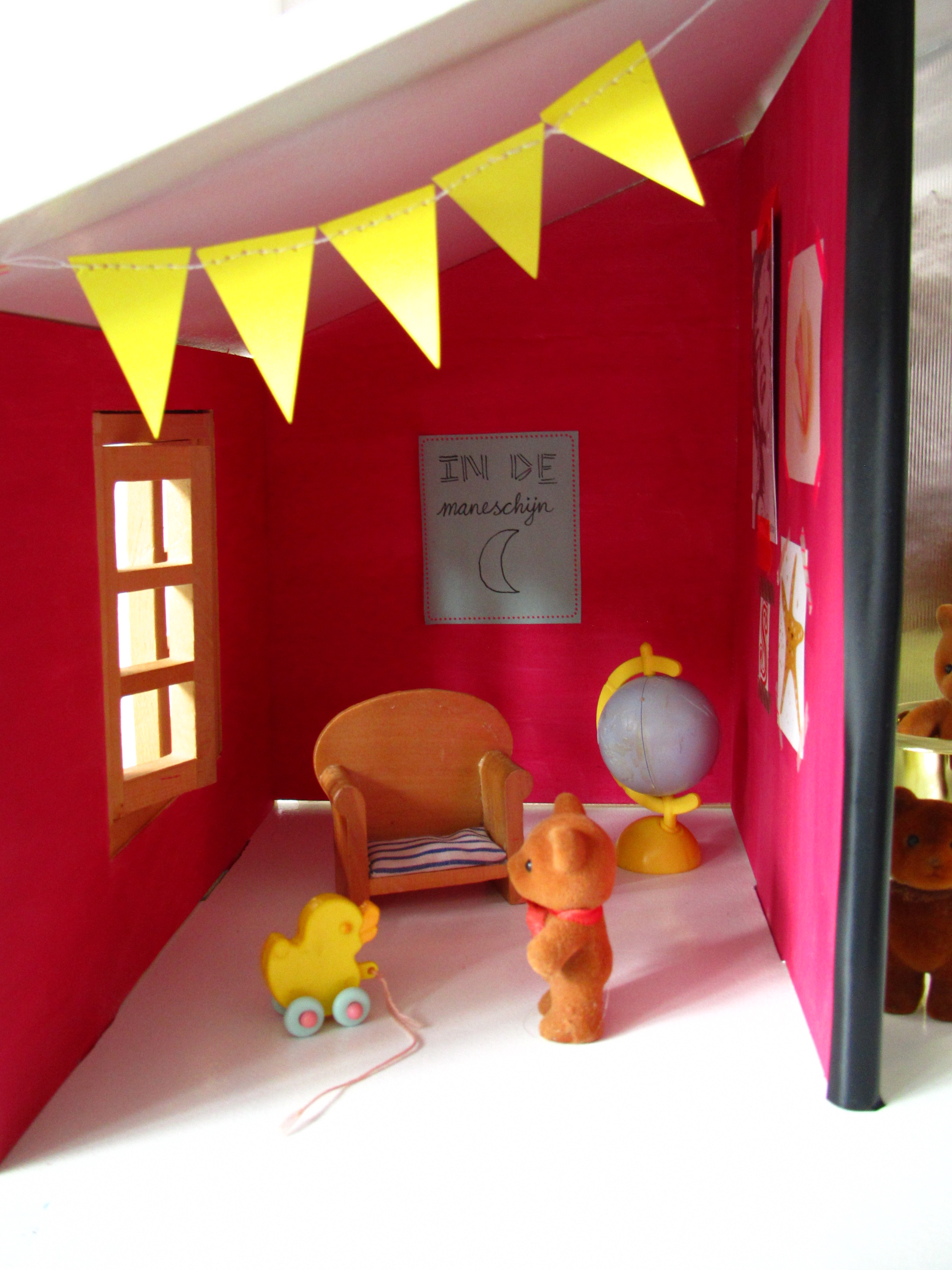 Doll house / Poppenhuis // VAN BRITT