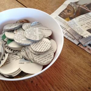 Making garlands out of newspaper / Slingers maken van krant // VAN BRITT