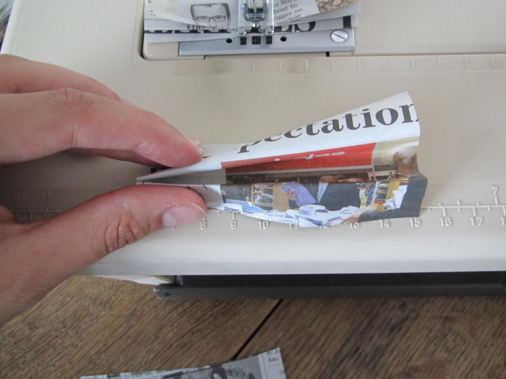 Fly curtain DIY, newspaper / Vliegengordijn van krant, krantenpapier, DIY // VAN BRITT