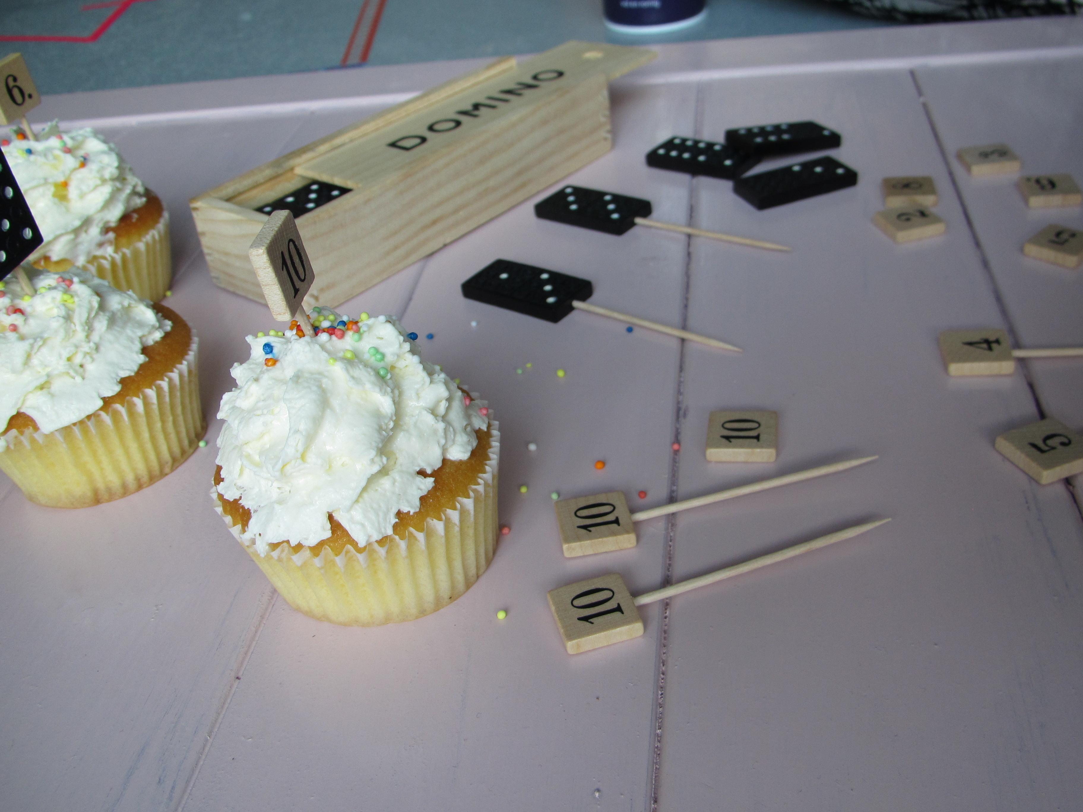 'Behind the scenes', numerieke caketoppers van de kringloop // Britt Meijs voor Moodkids // VAN BRITT