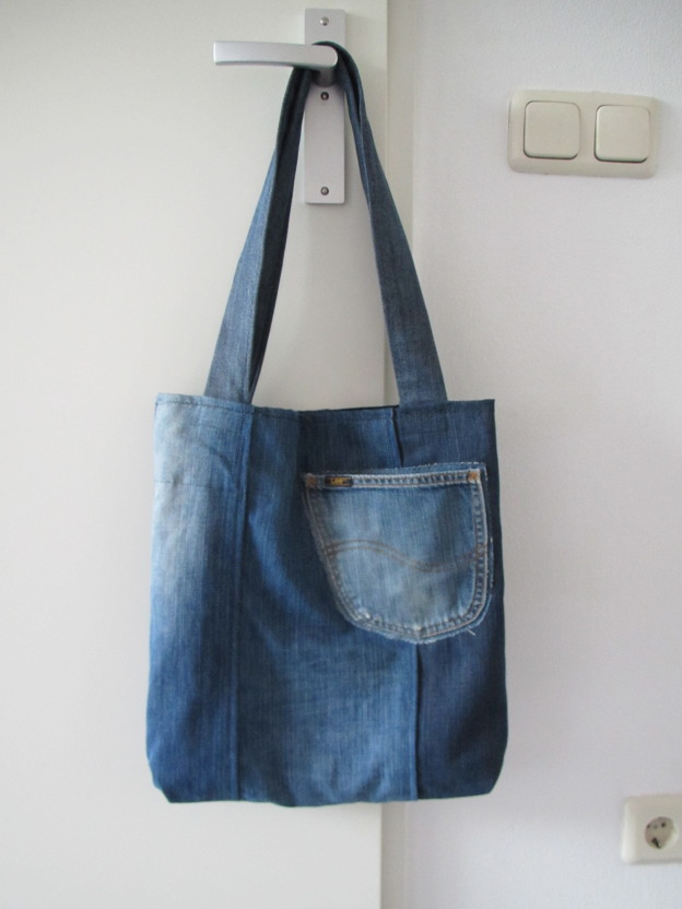 Denim bag, made with old jeans, reversible / Oude spijkerbroeken tas, denim, jeans, reversible, hergebruik // VAN BRITT