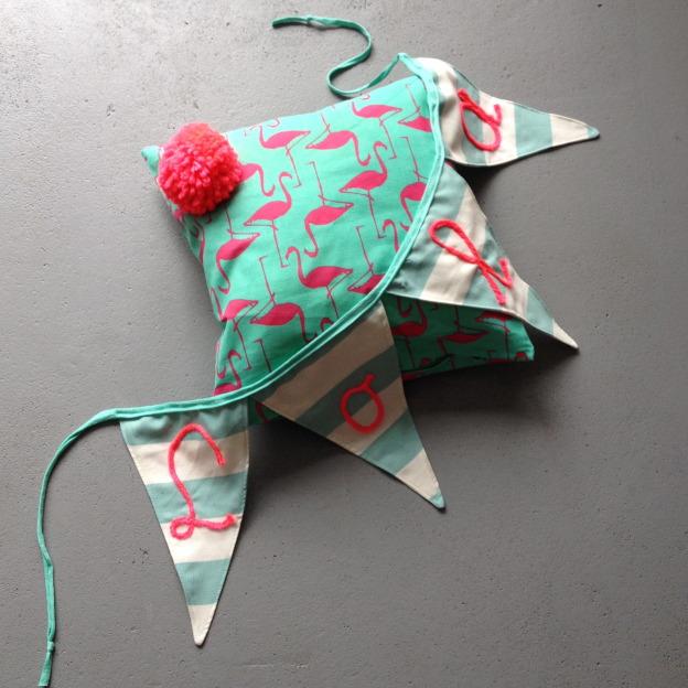 Flamingo pillow with pompon / Flamingo kussen met pompon, roze, mint, Zeeman, DIY // VAN BRITT