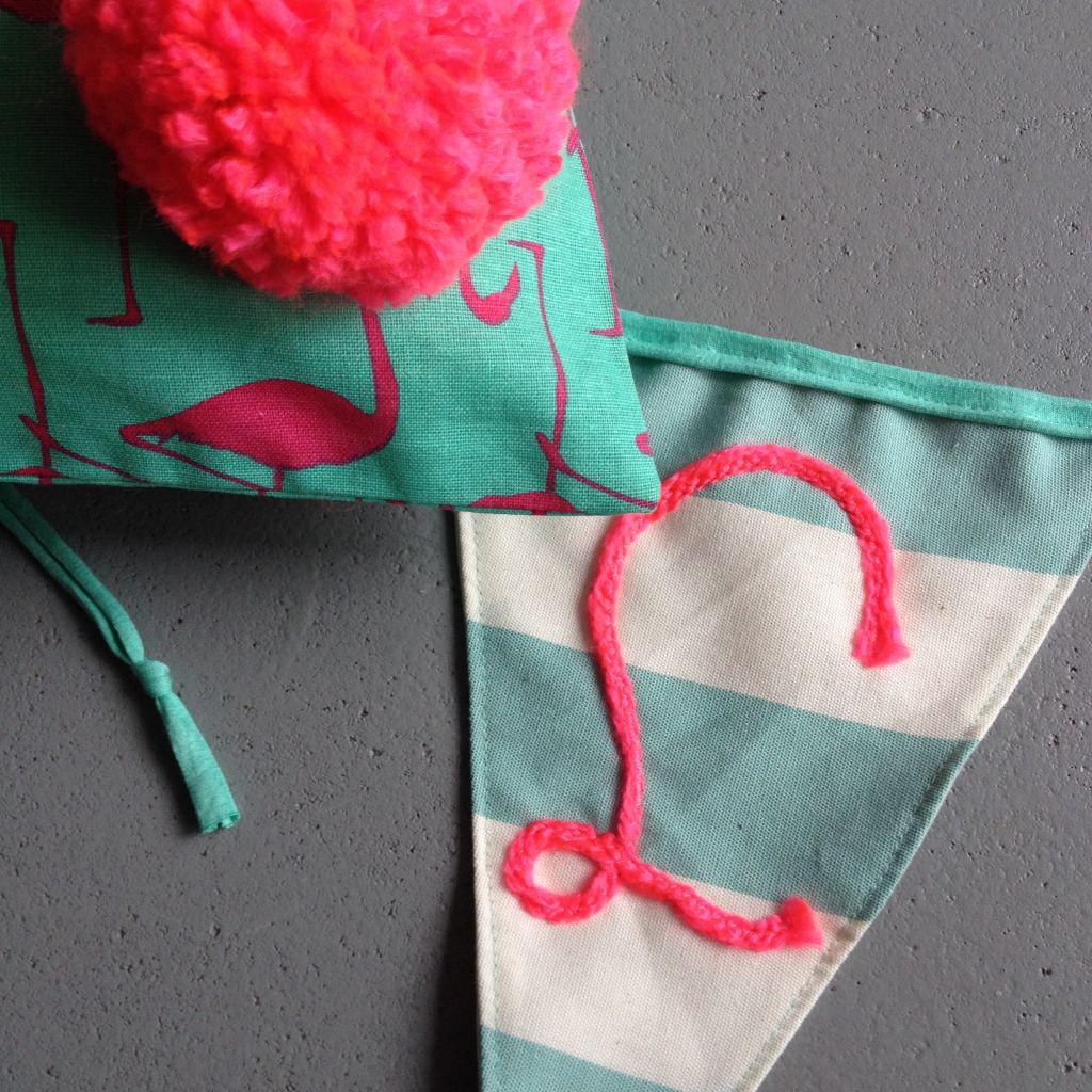 Mint, pink, banner, pompon // VAN BRITT