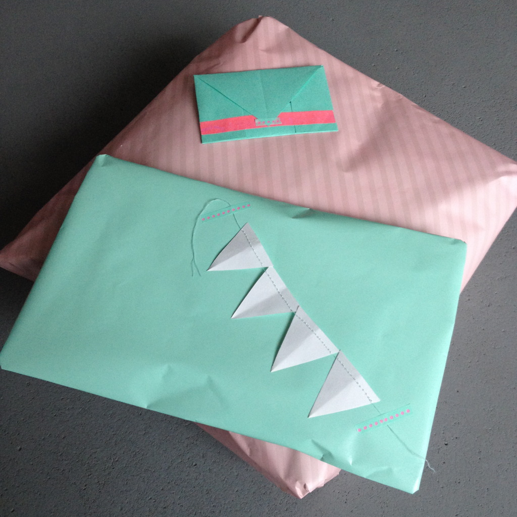 Gift wrapping in mint and pink / Cadeauverpakking in mint en roze // VAN BRITT