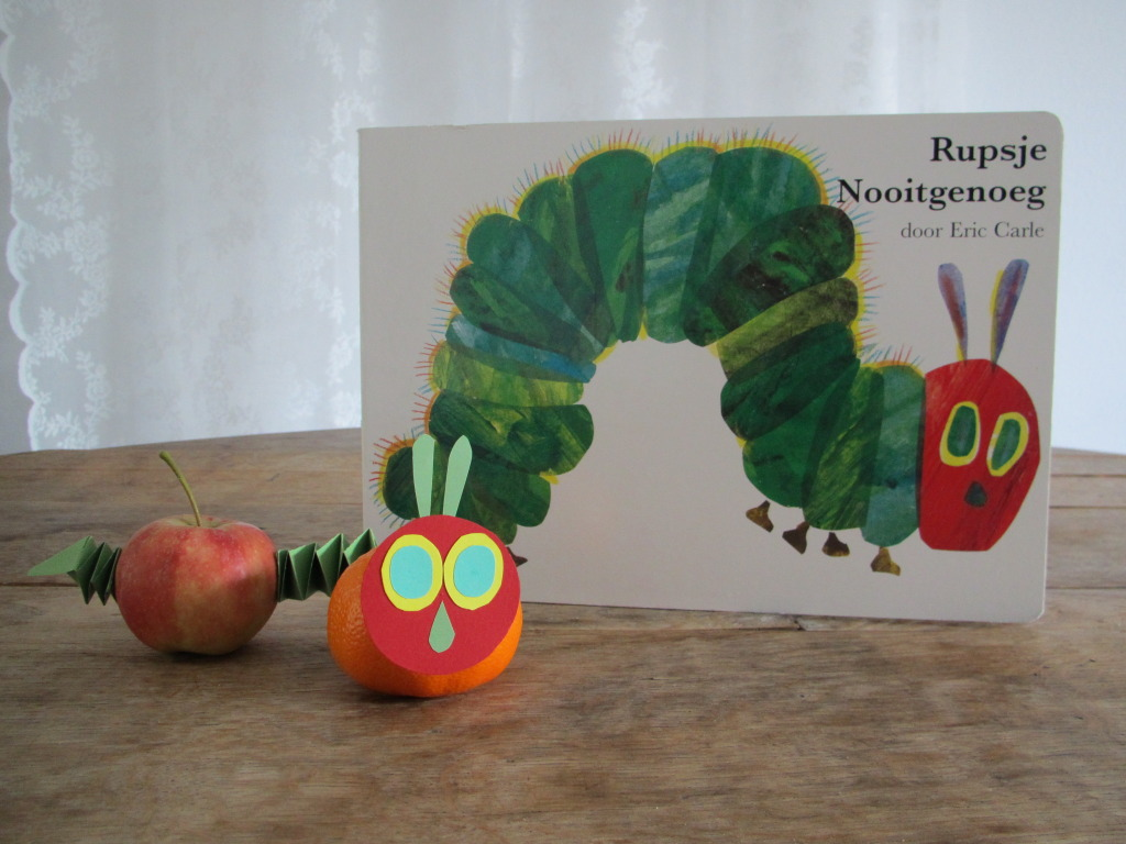 The very hungry caterpillar treat, fruit, crafts / Rupsje Nooitgenoeg traktatie, fruit, knutselen // VAN BRITT