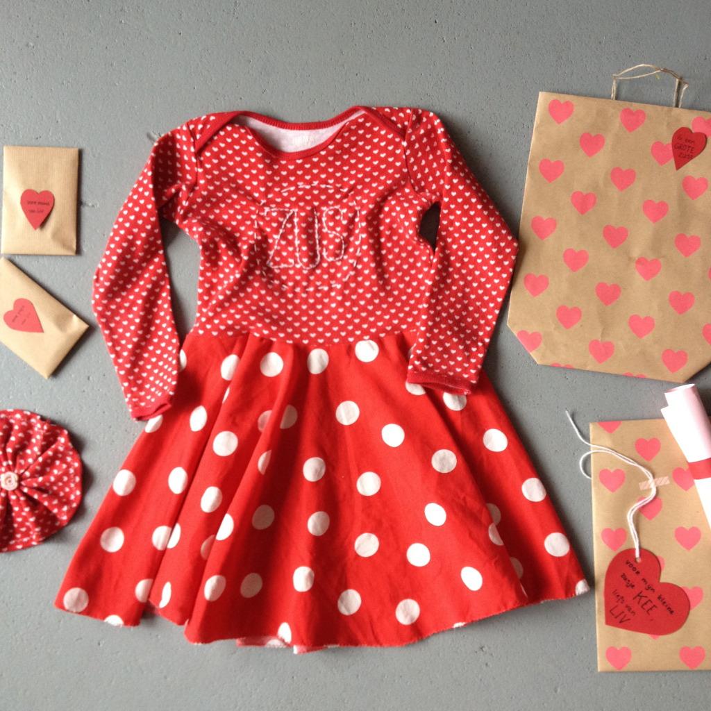 Big sis dress, red, polkadots, hearts / Grote Zus jurk, rood met witte stippen, hartjes // VAN BRITT