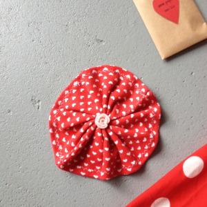 Little gifts, kraft, hearts, red and white / Kleine cadeautjes, kraftpapier, handmade, hartjes, rood met witte stippen // VAN BRITT