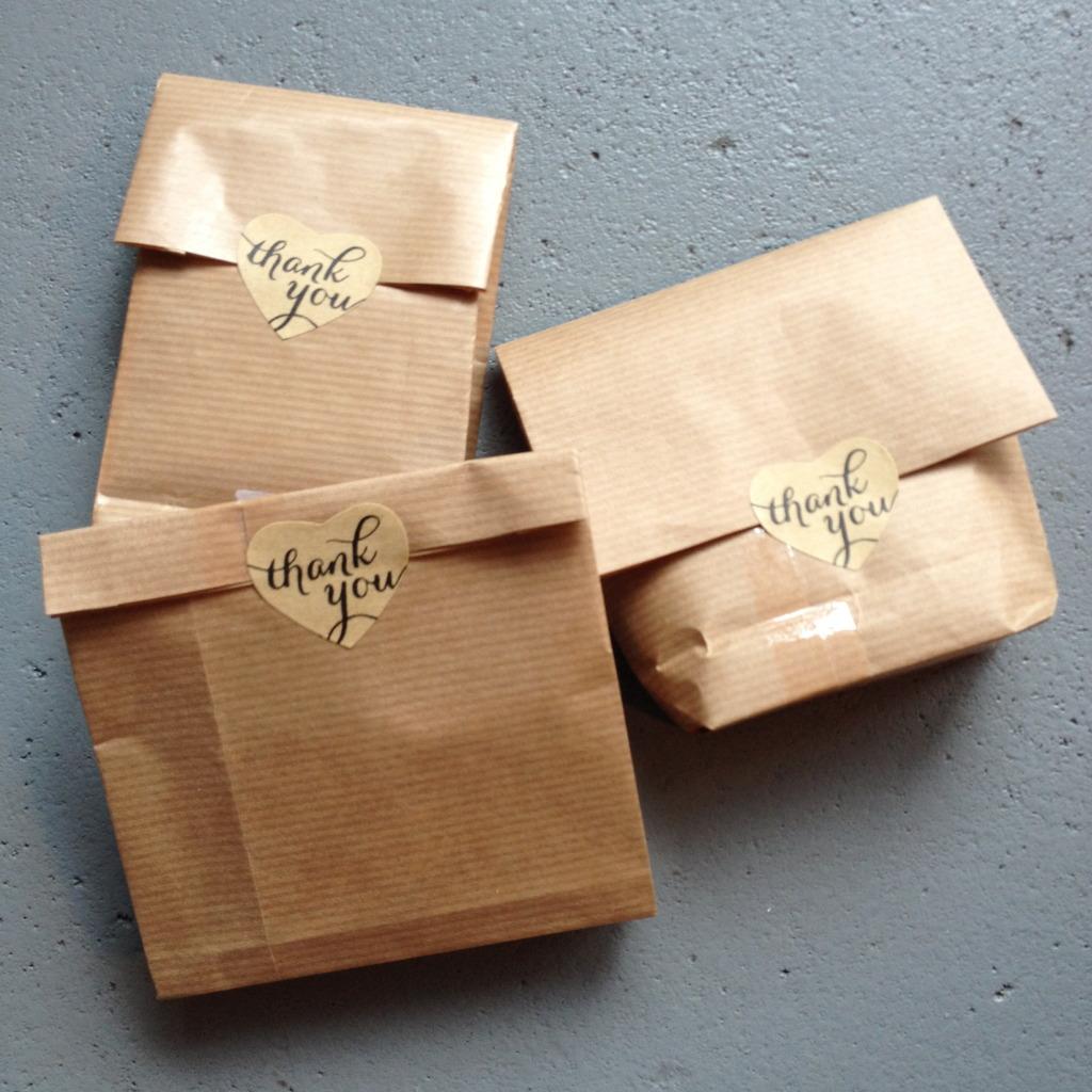 Gift wrapping kraft paper / Cadeau zakjes kraftpapier // VAN BRITT