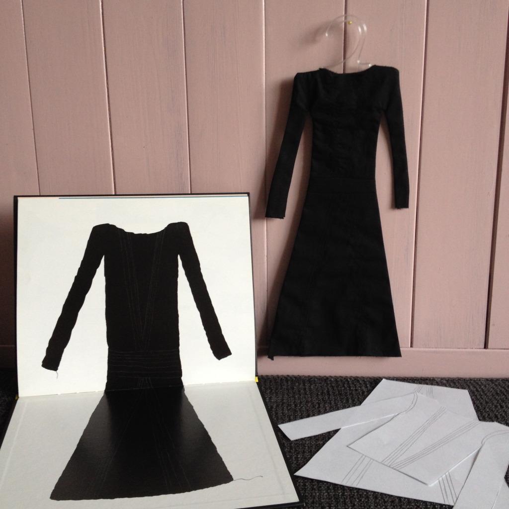 'Coco of het kleine zwarte jurkje' van Annemarie van Haeringen, jurkje uitgevoerd door VAN BRITT // foto: VAN BRITT