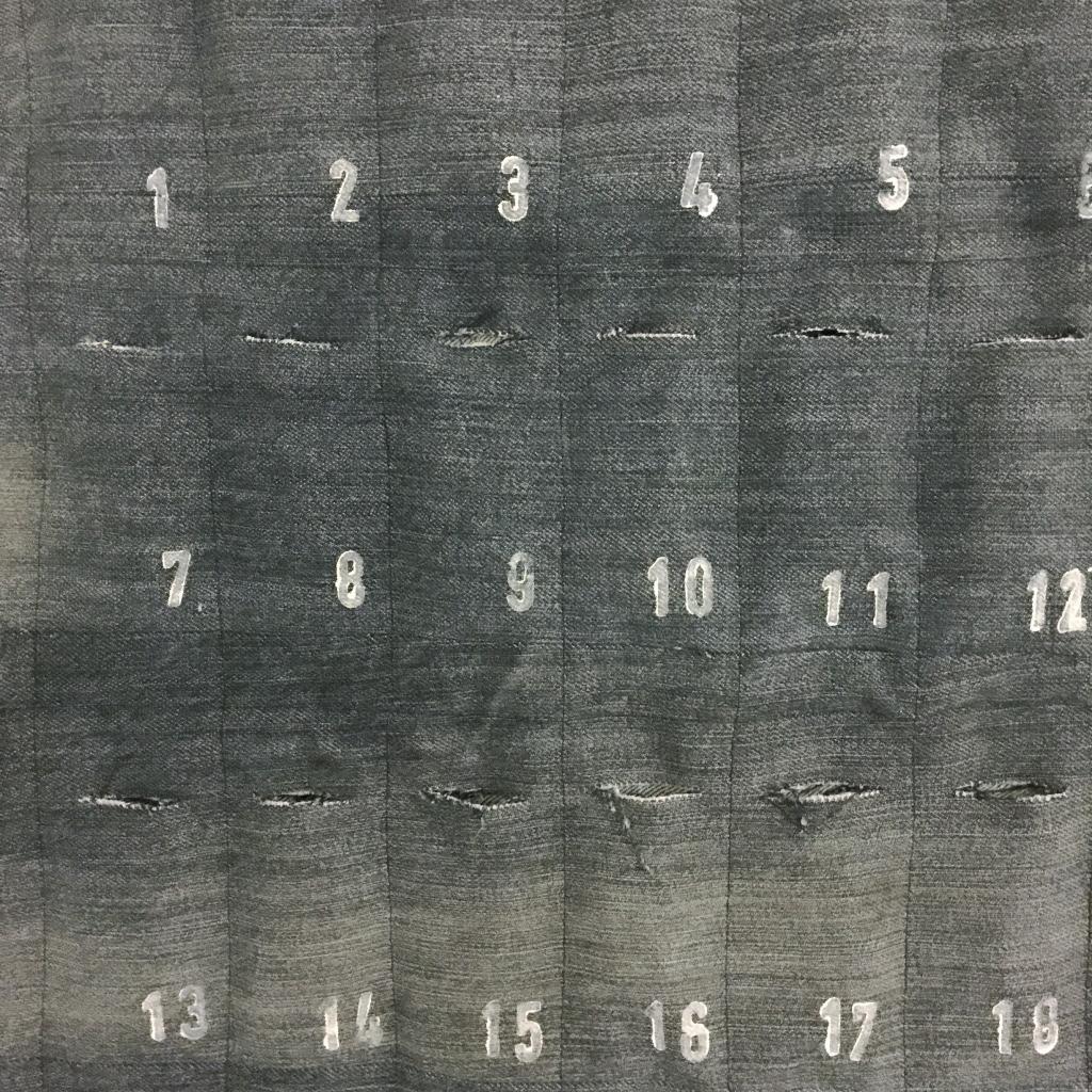 Advent calender, denim, DIY, reuse / Adventkalender, zelf maken, spijkerstof, hergebruik // VAN BRITT