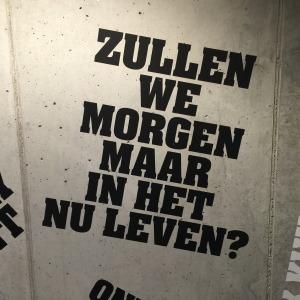 Teksten van mwah bij de toiletten van nhow Rotterdam // foto: VAN BRITT