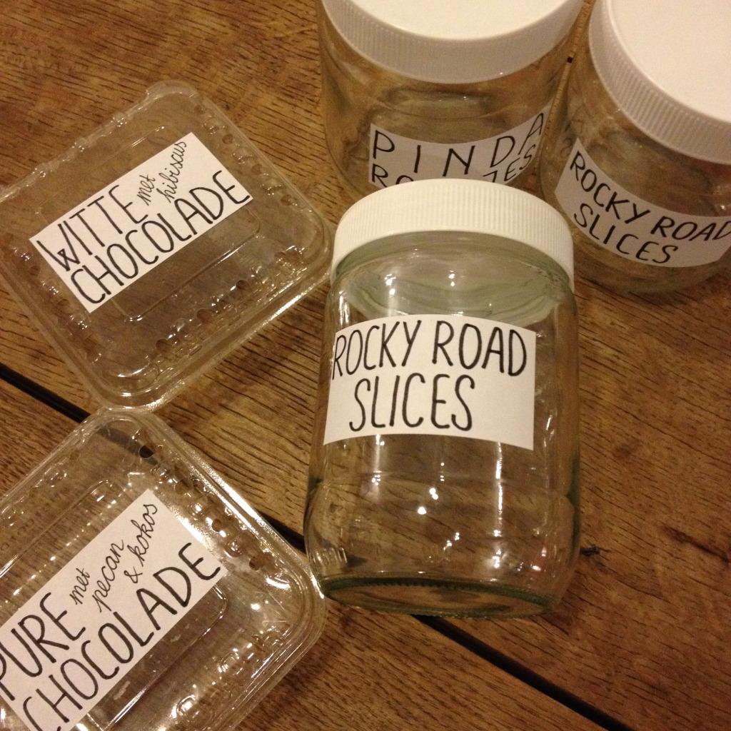 Recycle plastics and glass jars for homemade gifts / Hergebruik plastic bakjes en glazen potjes voor zelfgemaakte cadeautjes // VAN BRITT