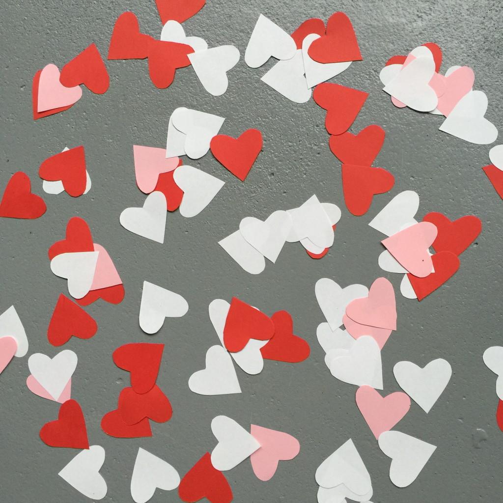 Heart shaped confetti, Valentine / Hartjes confetti, Valentijn // VAN BRITT