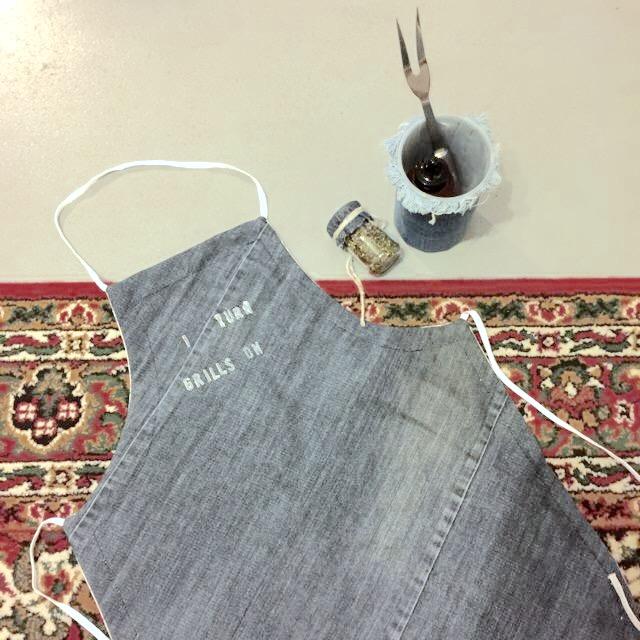 Denim apron, diy, handmade, I Turn Grills On / Spijkerstof schort, handgemaakt, // VAN BRITT