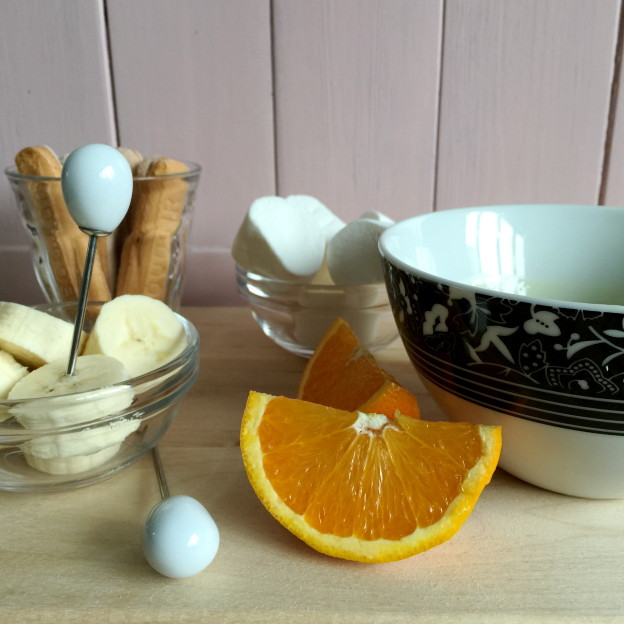 White chocolate fondue with orange / Witte chocolade fondue met sinaasappel // VAN BRITT