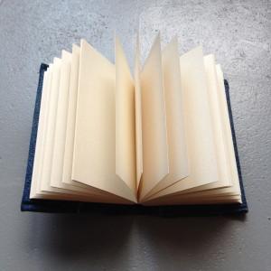 Book with denim cover, diy / Notitieboekje met hoes, kaft van spijkerstof // VAN BRITT