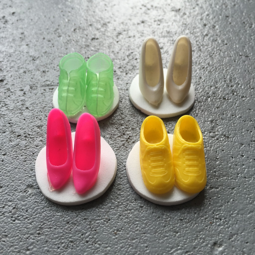Little Barbie shoes as stickers / Barbie schoentjes als stickers // VAN BRITT