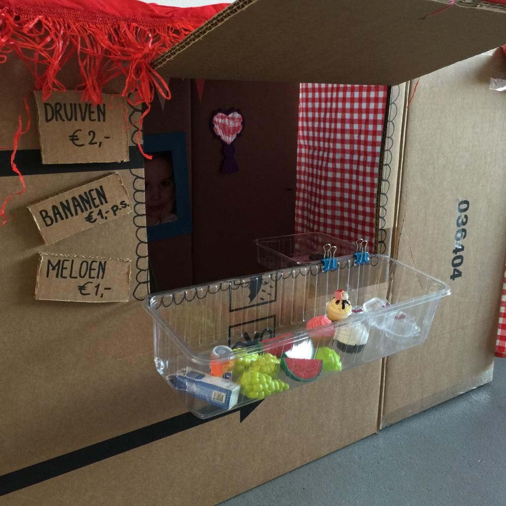 Cardboard playhouse, diy, budget, budgetproof toys / Interactief speelhuisje van karton, zelf maken, zelfmaker // VAN BRITT