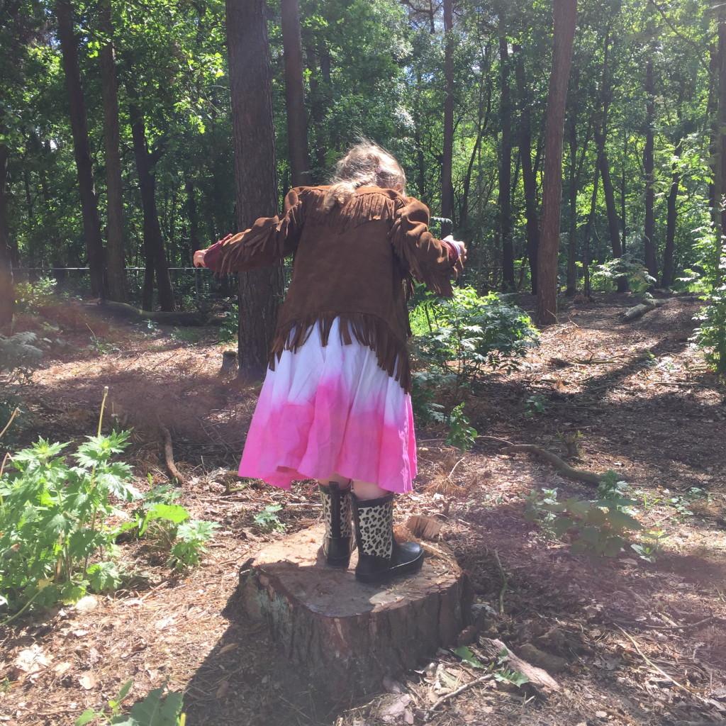 Make a skirt out of a sheet / Ledikant laken wordt rokje, diy, zelf maken, recycle // Britt Meijs voor Moodkids, VAN BRITT