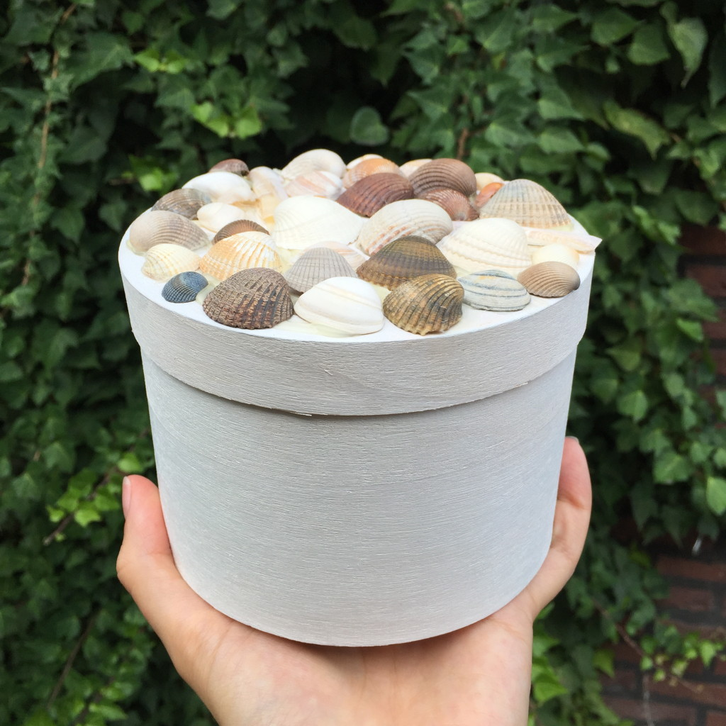 Sea shell box / Schelpendoosje, knutselen met schelpen // Britt Meijs voor Moodkids, VAN BRITT