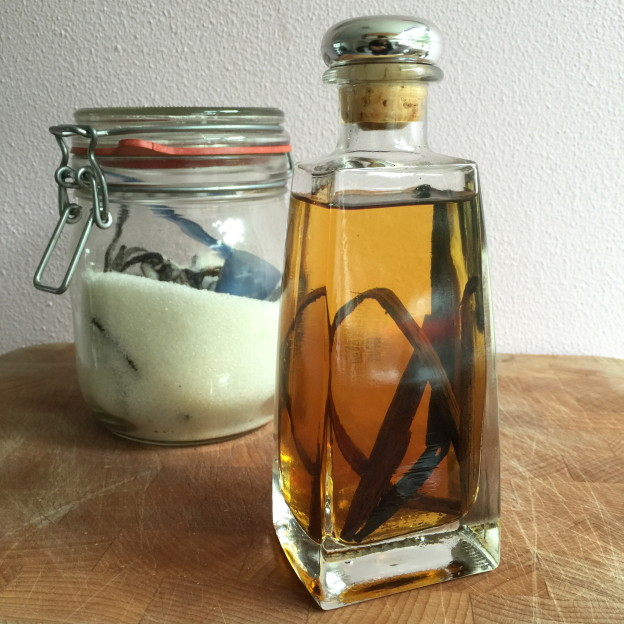 Homemade vanille extract / Zelfgemaakt vanille extract // VAN BRITT