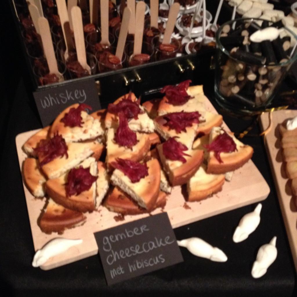 Hibiscus ginger cheesecake, Halloween sweettable / Hibiscus gember cheesecake, Halloween desserttafel // VAN BRITT