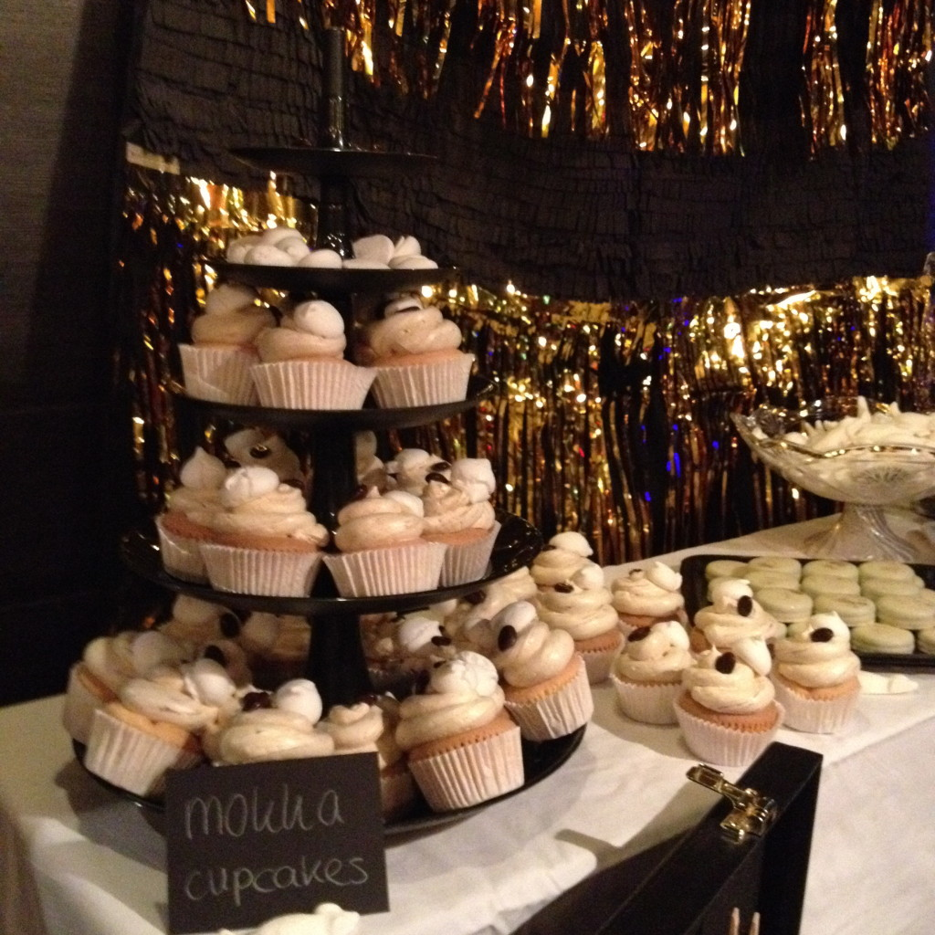 Mocca cupcakes with an Oreo on the bottom, Halloween sweettable / Mokka cupcakes met een Oreo bodem, Halloween desserttafel // VAN BRITT