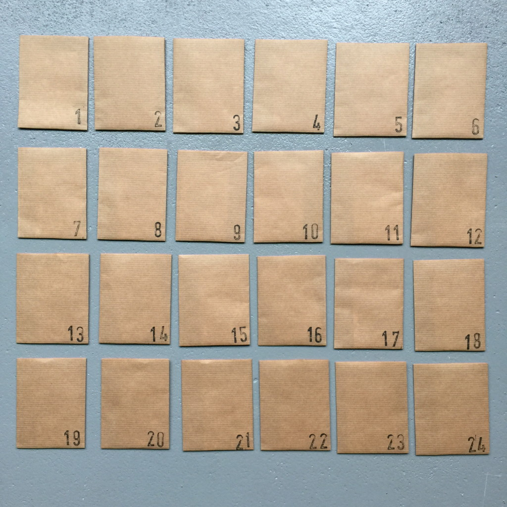 Advent calendar, kraft paper, diy / Adventskalender kraftpapier // VAN BRITT