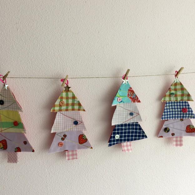 Fabric Christmas trees, diy, easy sewing / Kerstboompjes van stof, zelf maken // VAN BRITT