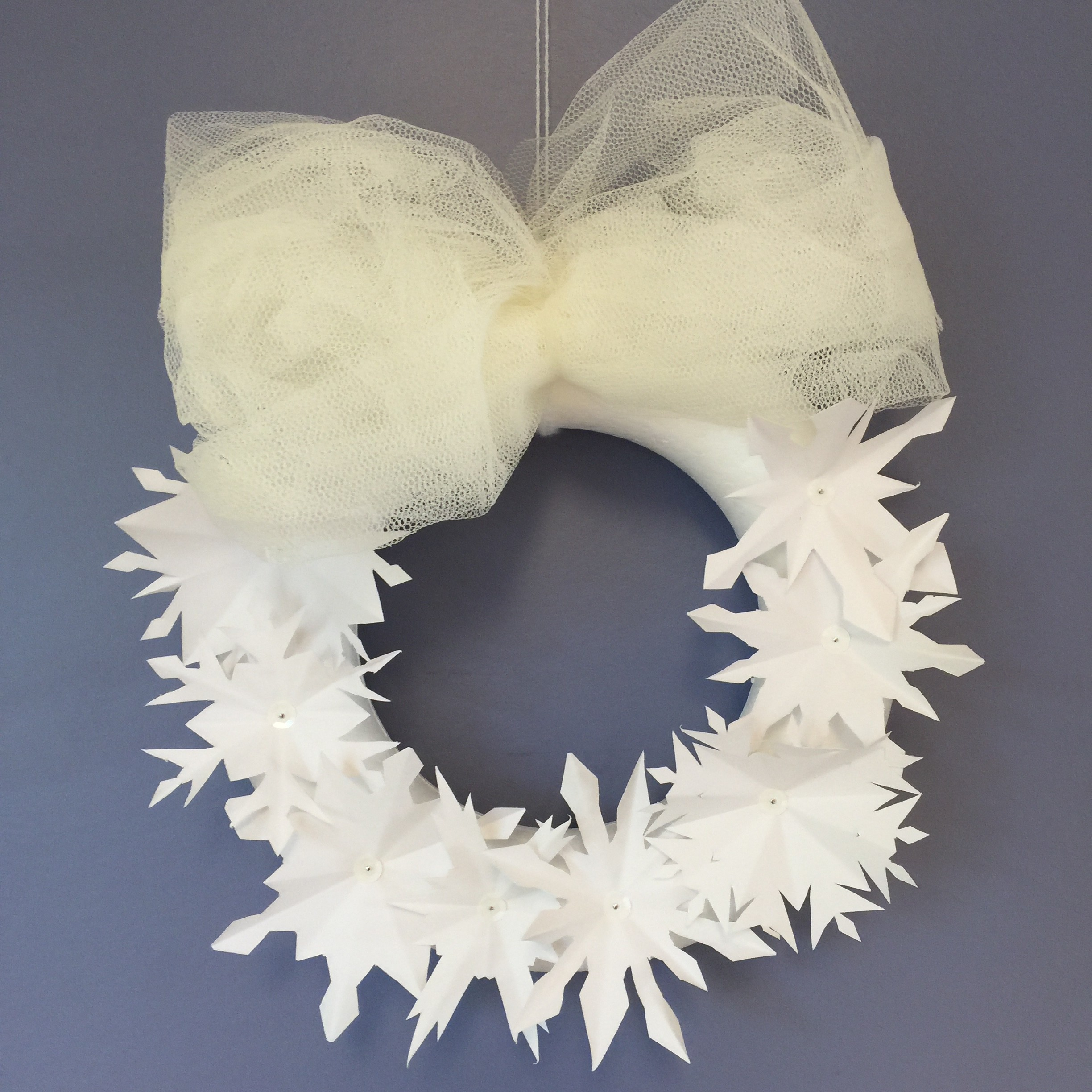 Winter wreath / Winterkrans, winterse krans van papier // VAN BRITT