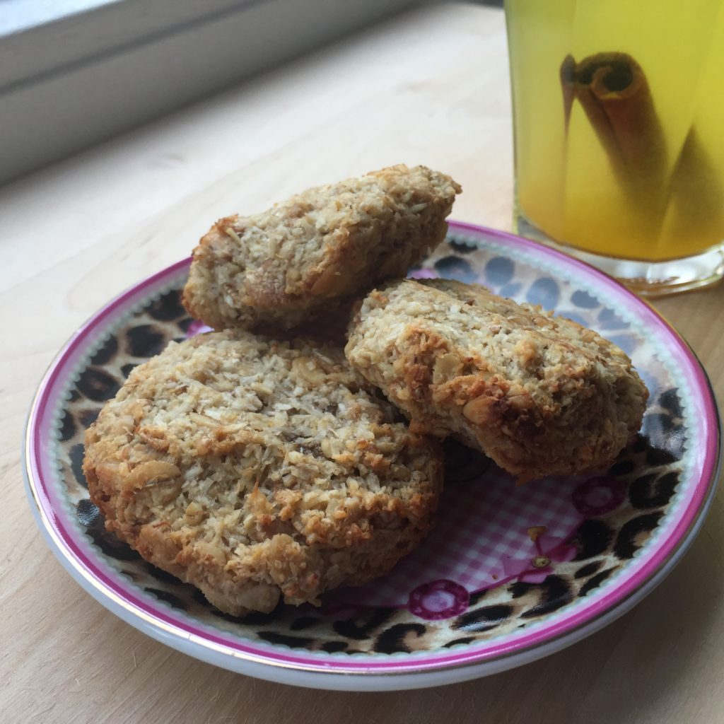 Havermoutkoekjes met kokos en banaan / Oatmeal cookies with coconut and banana / VAN BRITT