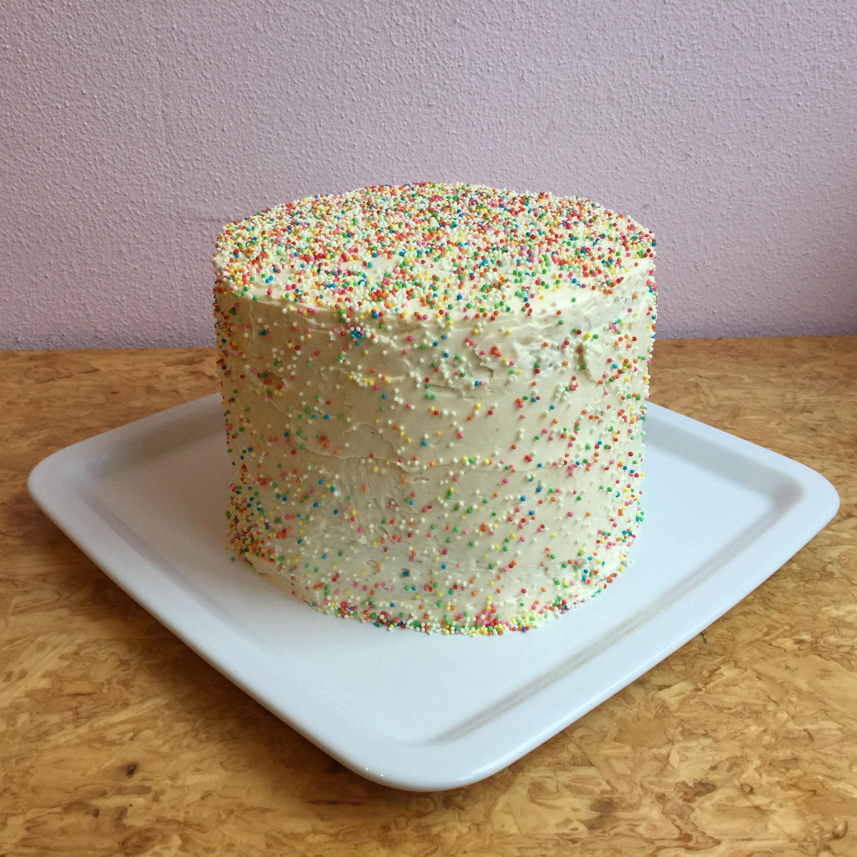 How to make a piñata cake / Hoe maak je een piñata taart? // VAN BRITT
